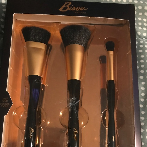 New in Box Bisou Beauty Contour Brush Set